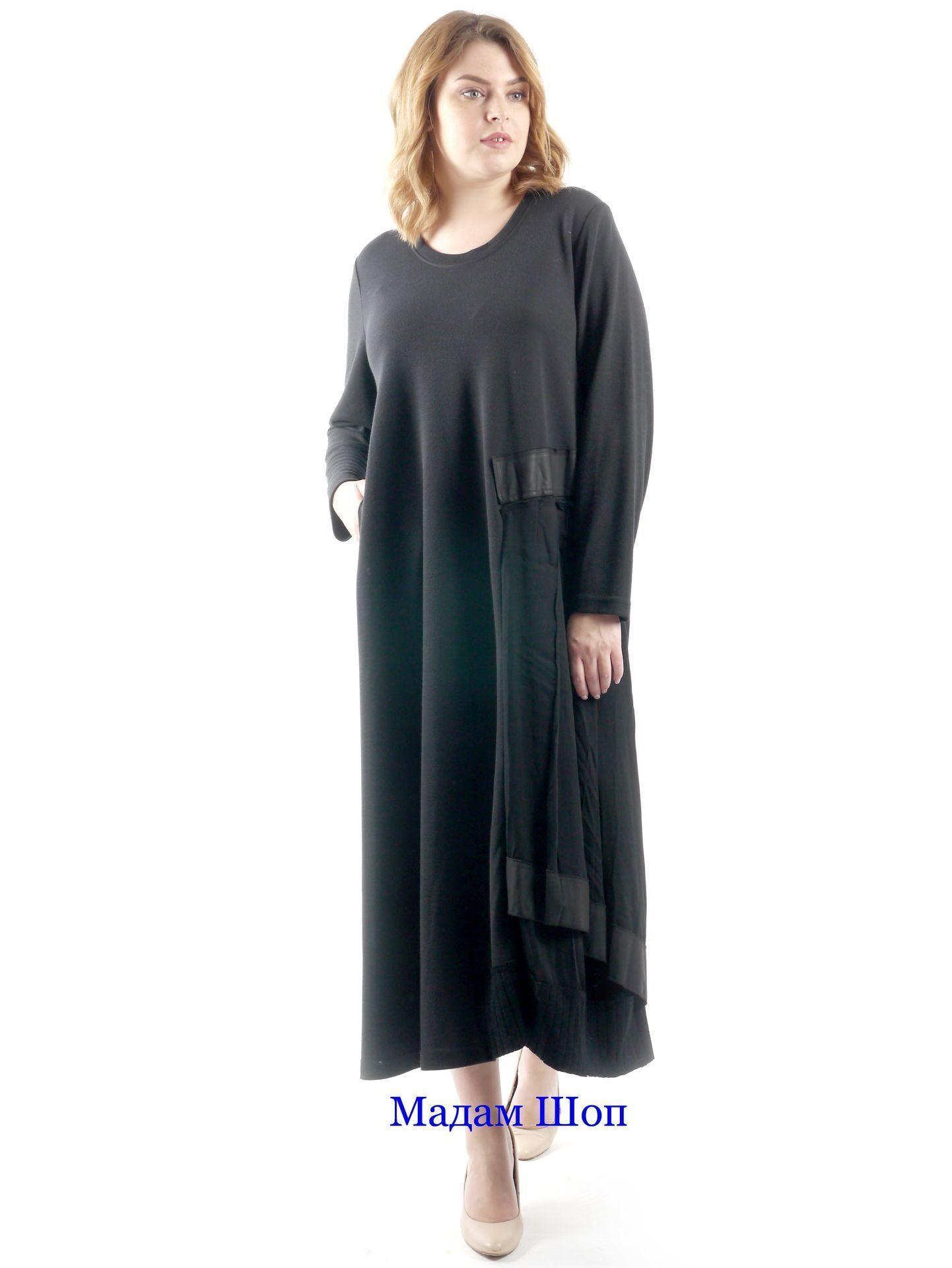 06f9fb7e876 Фактурные контрасты в лаконичном чёрном платье  вязаная отделка подола