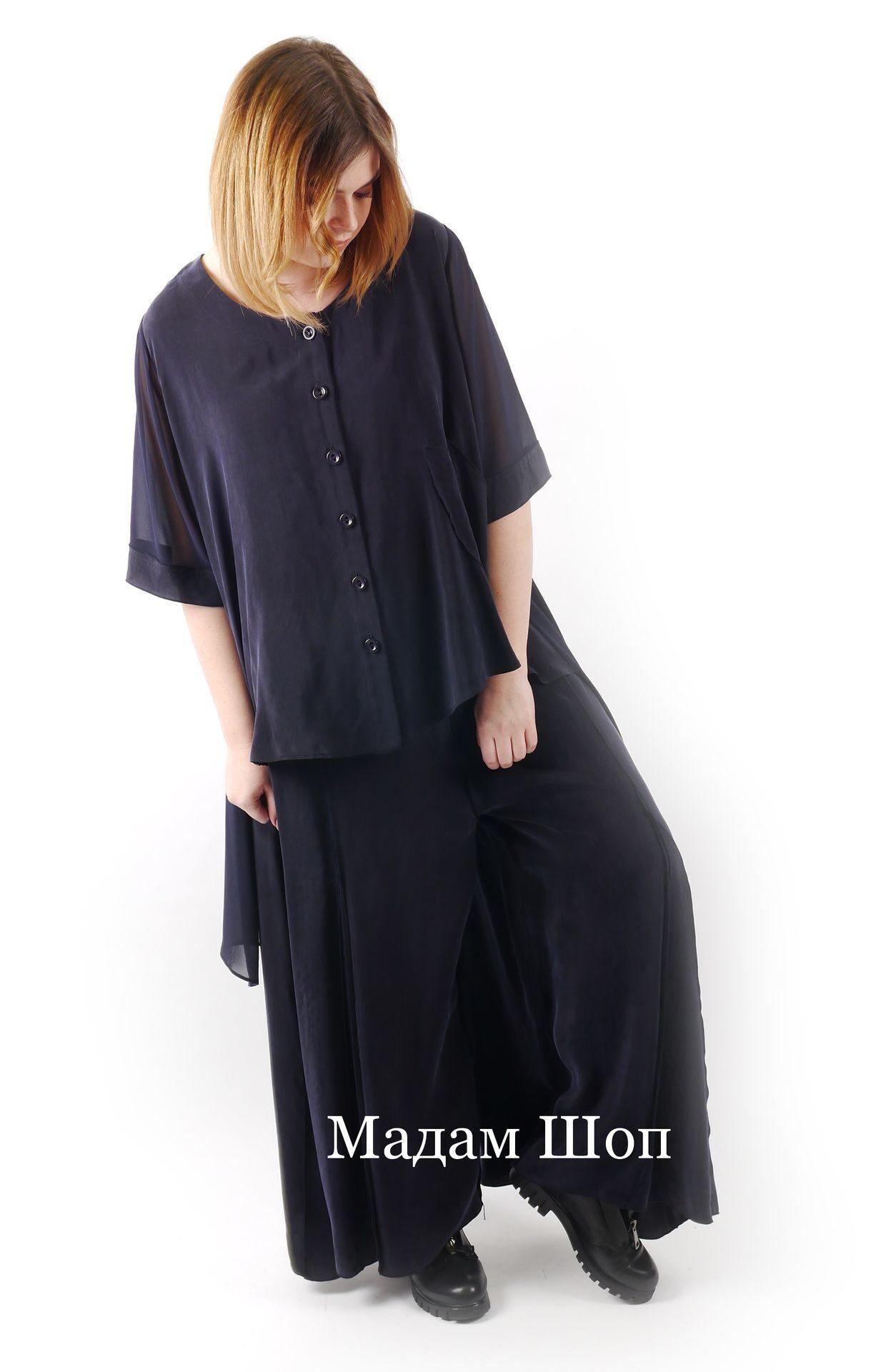 Шёлковый брючный костюм тёмно-синего цвета  блузка на пуговицах и стильные  брюки-юбка fe4dbd5e05a